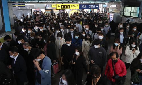 13일부터 서울시 지하철 이용시 마스크 필수착용...탑승금지까지